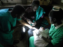 03 Uganda_using lights for IV